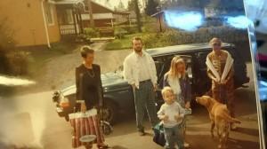 Vi fem. Hela mitt liv har vi varit fem. Det är vi givetvis fortfarande i våra hjärtan. Jag önskar så att jag kunde kliva in i den här bilden och bara krama oss alla fem. Tänk om vi vetat då när bilden togs hur oväntat vi skulle splittras drygt 20 år senare.